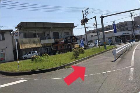 駐車場から左へ豊和銀行側へ歩いてもらい